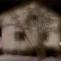 Muistojen huoneet (puista tehty talo)